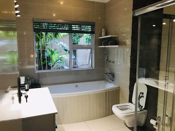 Stylish Suite @ Highlands North