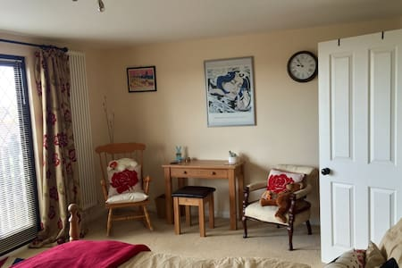 2Bed loft conversion, private bathroom & balcony - Hove - Haus