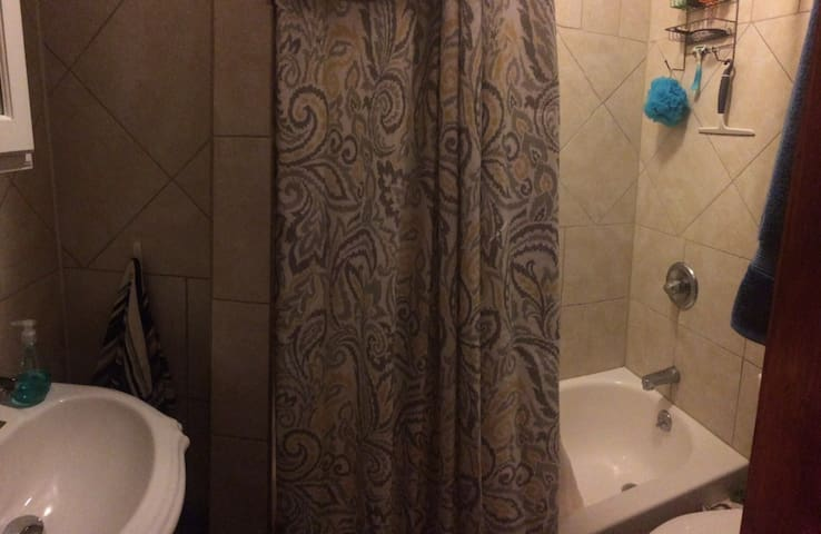 Panoramic of the bathroom- full bathtub!
