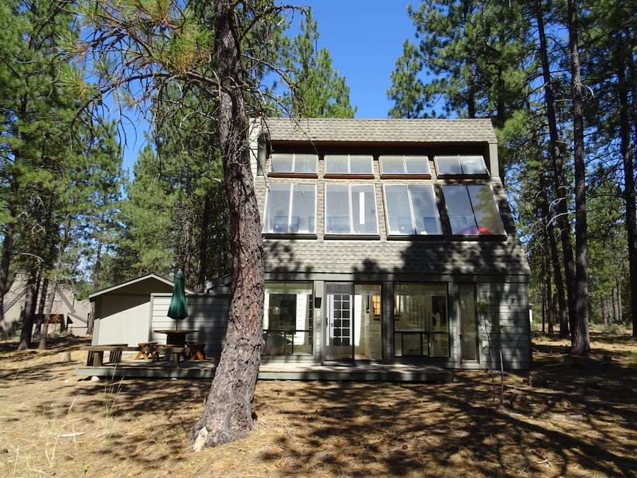 remodeled cozy sunriver cabin walk to the park houses for rent in sunriver oregon united