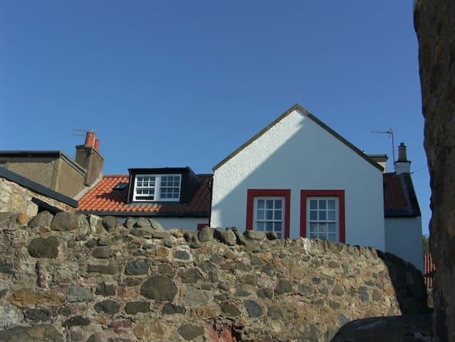 Castaway Holiday Cottage near St Andrews - Lower Largo - Ev