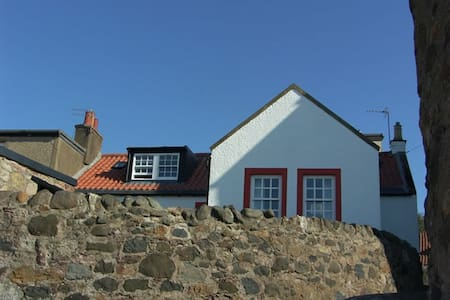 Castaway Holiday Cottage near St Andrews - Lower Largo - House