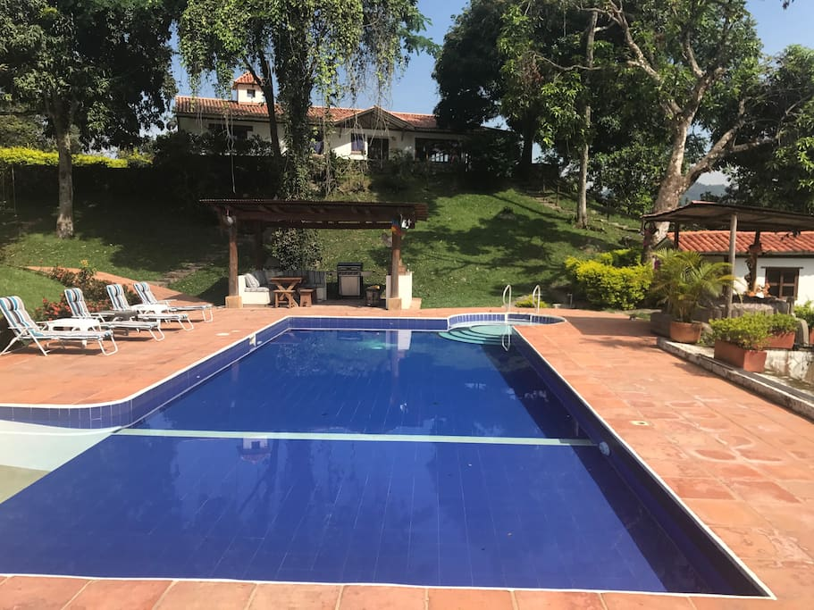 Vista de la casa desde el área de piscina