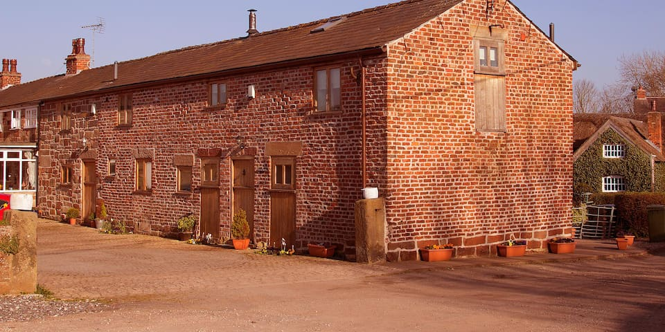 The Shippon Barn Barnacre Holiday Cottages pool