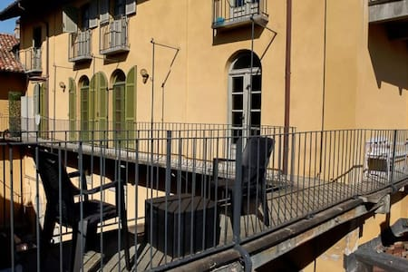 Palazzo giallo:old town overlooking hills&rooftops - Alba - 公寓