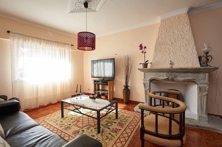 4 room/7 guest big house near Lisbon and Cascais - Talaíde/Cascais - Dům