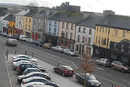 The Purple Place - Ballaghaderreen - Townhouse
