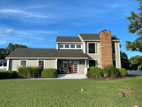 NEW-Entire coastal home w/ large outdoor spaces!