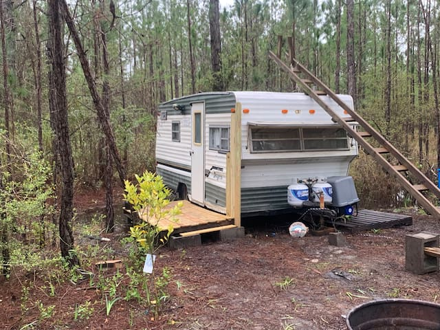 Old Camper 18 miles from Pensacola Beach