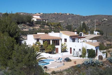Villa with stunning views, private pool, Wi-Fi
