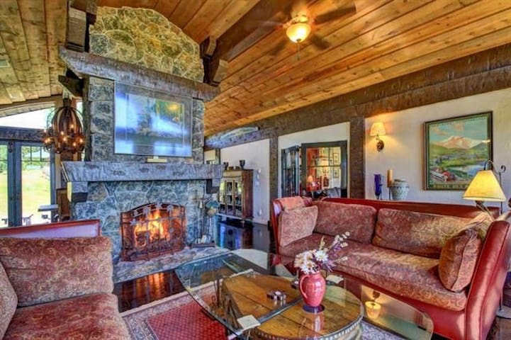 Luxurious mountain home by McCall- Spring Skiing