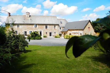 Chambre d hotes, ancienne  ferme rénovée - Cerisy-la-Forêt