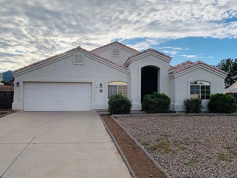 Lovely home with private quarters in Sierra Vista!