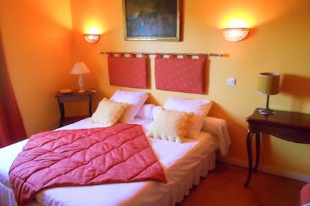 Clos Jean Larc a L'oree des vignes-Hortensia - Bed & Breakfast