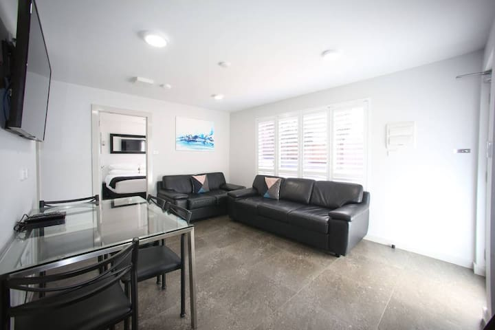 Jesmond Two Bedroom Interconnect Spa Apartment