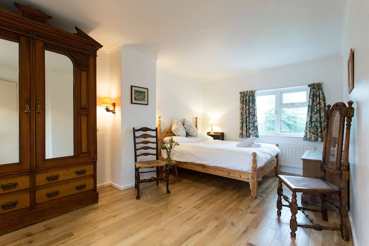 Beautiful Double Room in Family Country House - East Sussex - Other