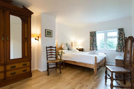 Beautiful Double Room in Family Country House - East Sussex