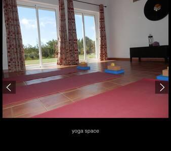 5 Days Yoga and Detox Retreat - Rogil - Hus