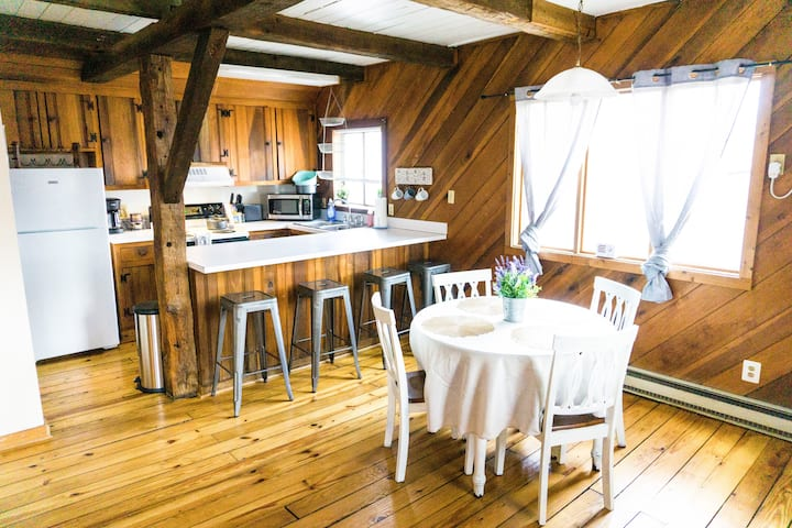 The Love Cottage in Harpers Ferry by the lake!