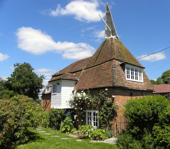 Delightful oast house - Stone in Oxney