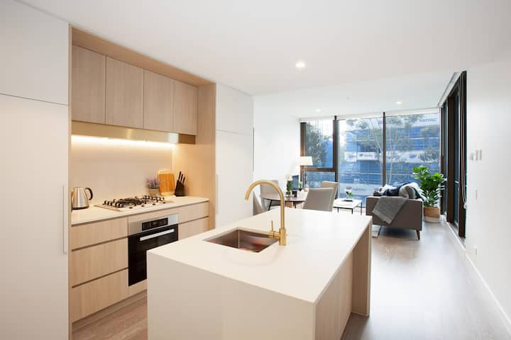 Luxe Family Unit With Balcony and Parking Near Shops