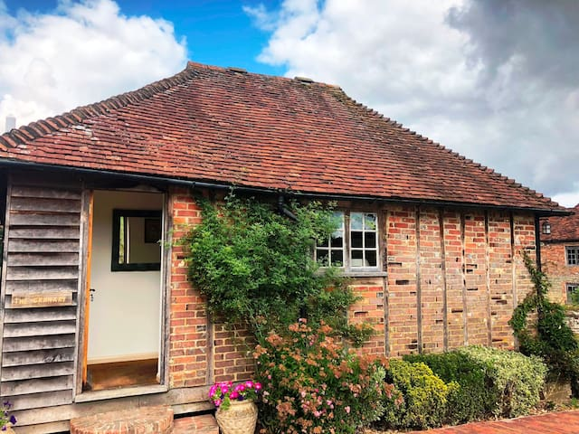Lovely cottage well located for Goodwood & Cowdray