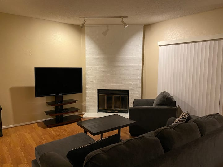 Recently Updated Fully Furnished Condo★ 30 day Min