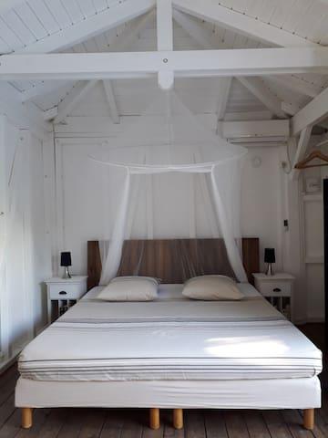Votre lit king size 180 x 200 avec moustiquaire
