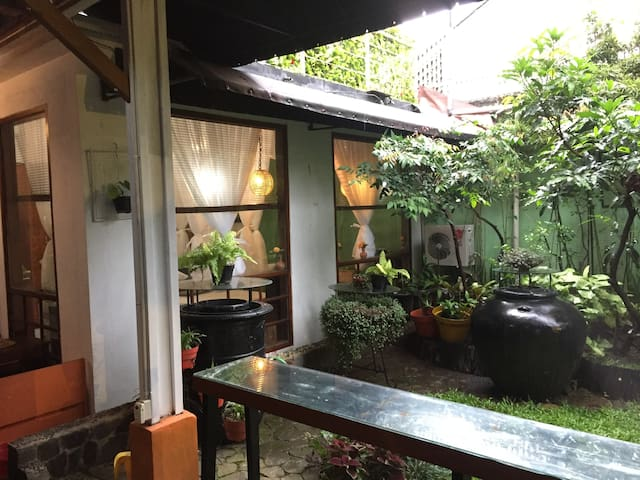 Upper Dago B&B Private Guesthouse in the Garden!
