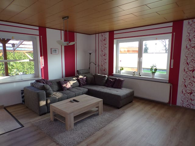 Wunderschöne ebenerdige neue Ferienwohnung - Westoverledingen - Apartamento