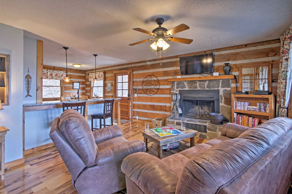 This chink-style cabin contains 2 bedrooms, 1 bath and 1,000 square feet.