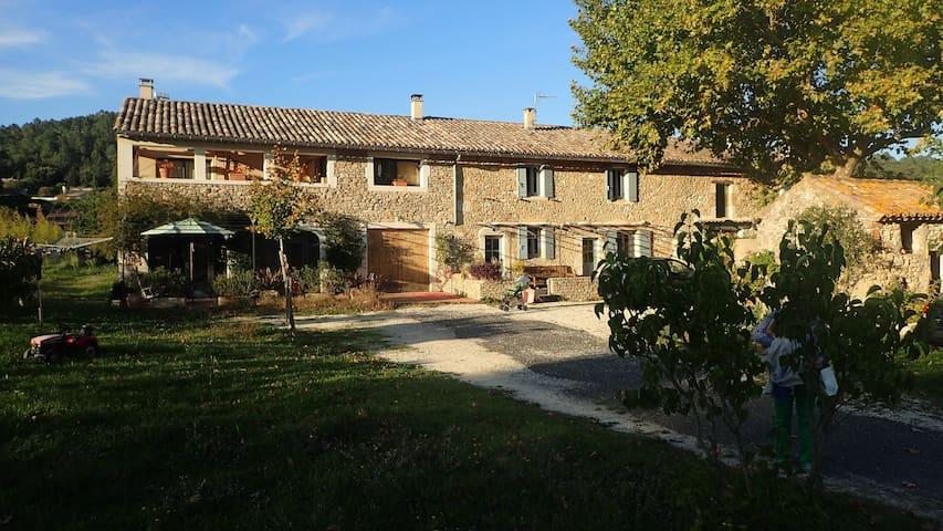 Appartement dans Mas Provençal - Goudargues