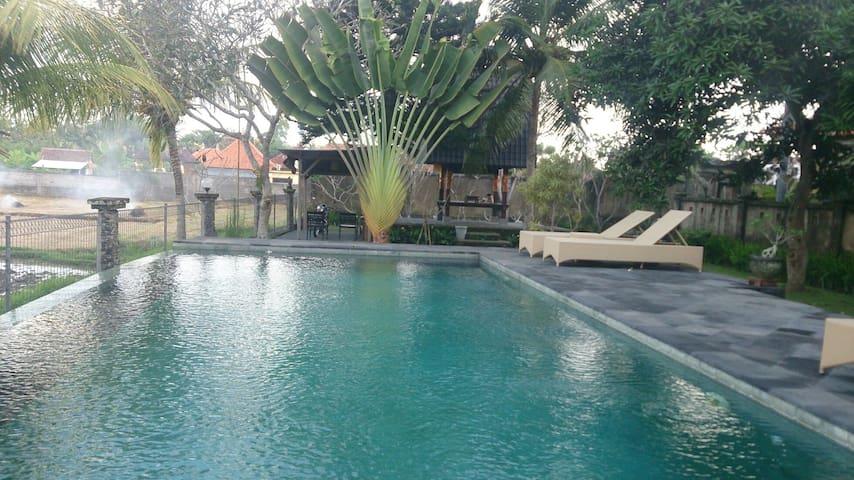 Batuan 1Brm Villa, Quiet, Wifi, Breakfast, Pool - Sukawati