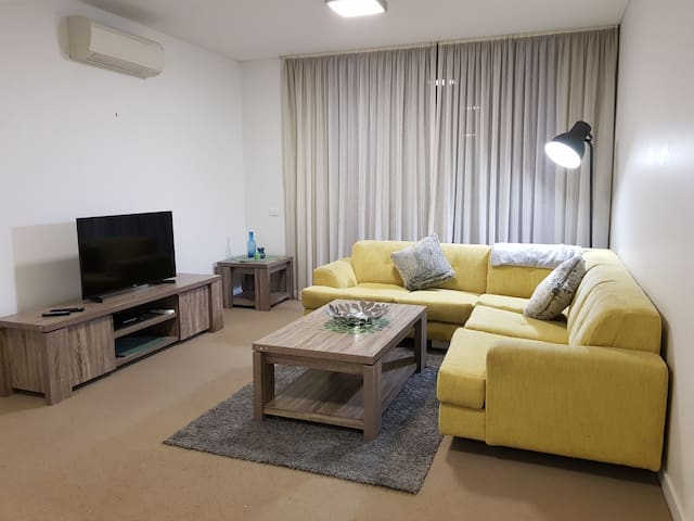Modern Woden Apt sleeps 4 - new furnishings