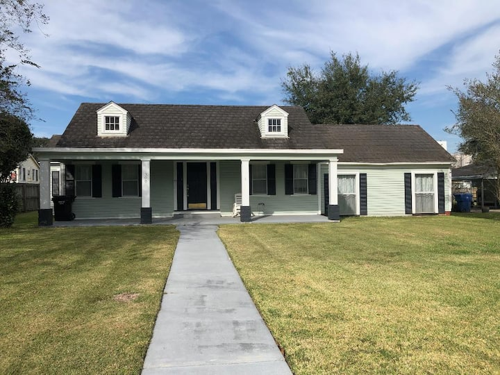 Bayou Bungalow - Your Home away from Home