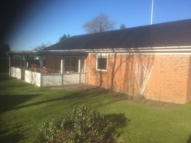 Villa med lukket have udlejes - Nørre Snede