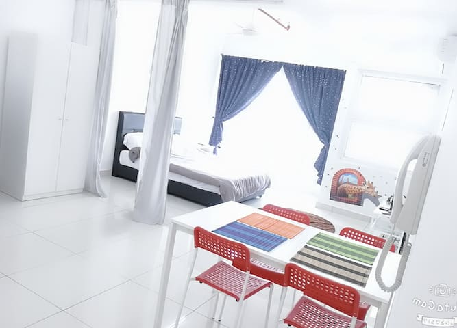 De Centrum Studio Free WIFI near Bangi, Putrajaya