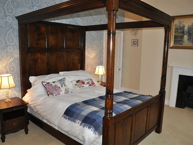 Bulleigh Barton Manor - Brooking Room