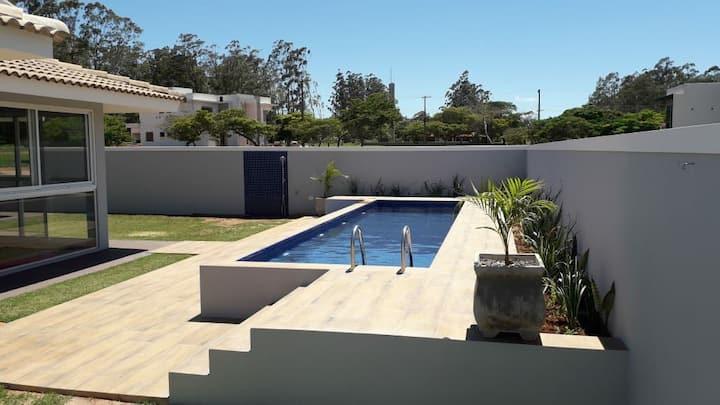 Casa com Piscina Comdomínio Santa Barbara Resort