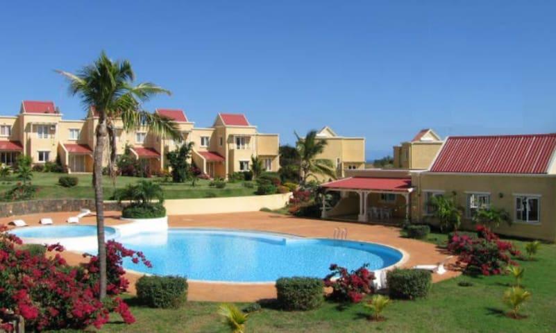 Chambre double avec piscine et gardiennage