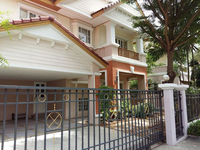 3Br,Single House/Park/BTS/Airport - Bangkok - Hus