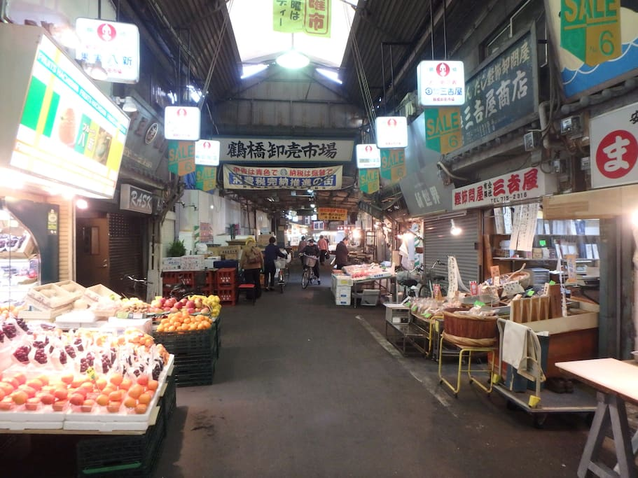 There is a fresh fish market in the neighborhood.