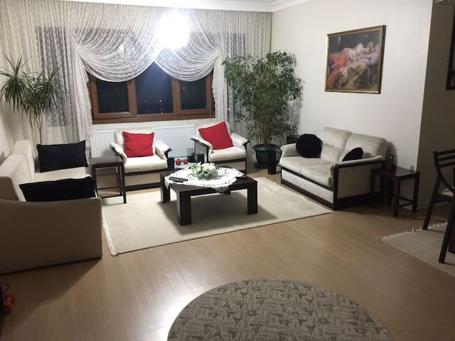 Central Flat near Bus / Subway / Shuttle Station - Çankaya - Appartement