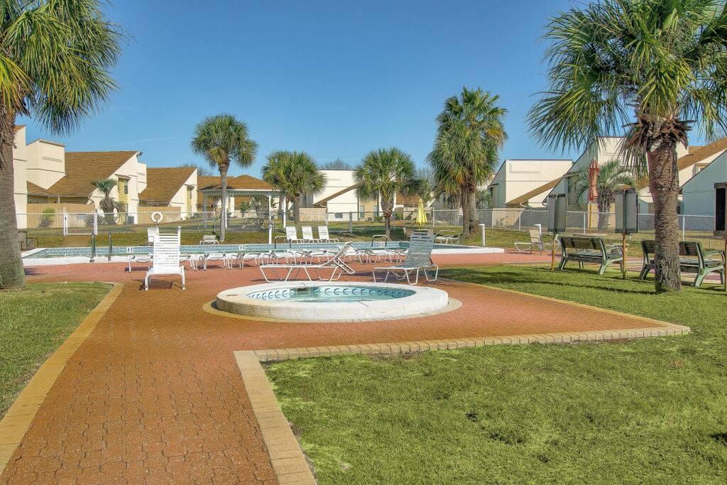 pools at Horizon South
