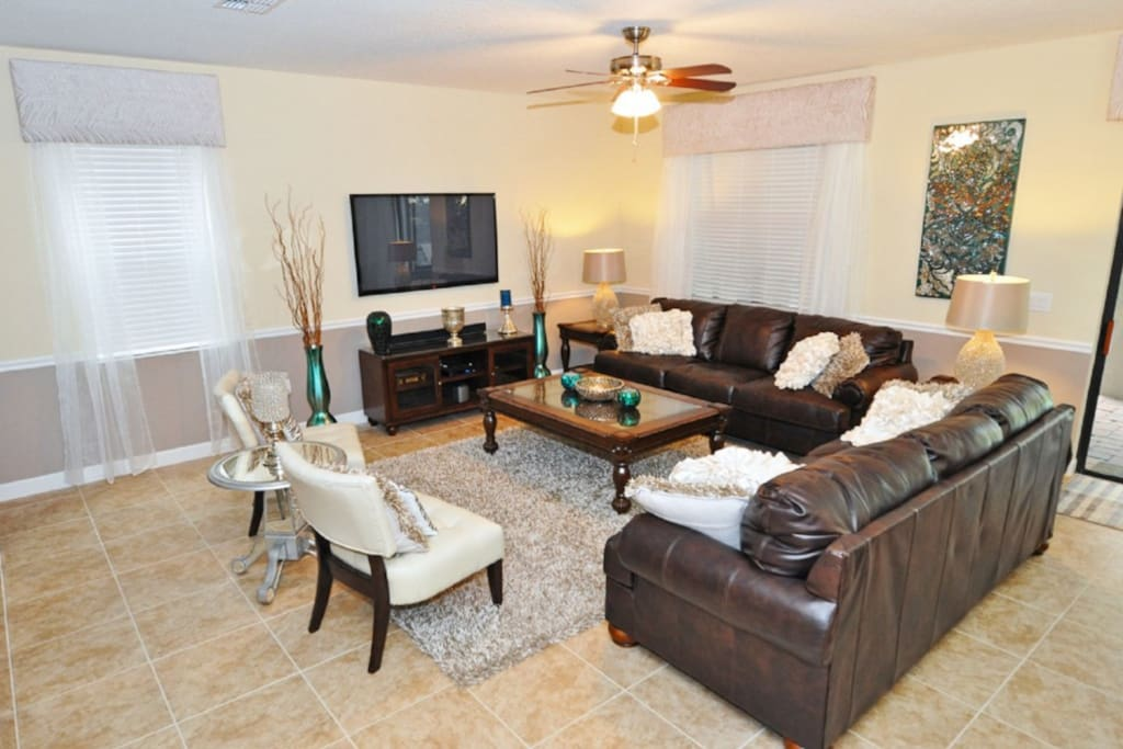 Couch,Furniture,Chair,Indoors,Living Room