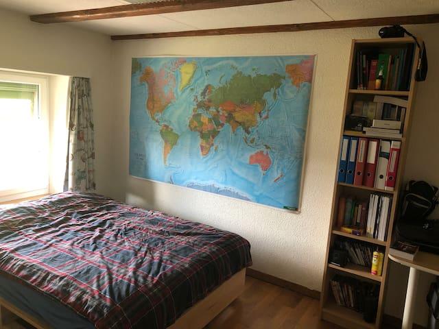 4 Zimmer Wohnung, 1 Privatzimmer.