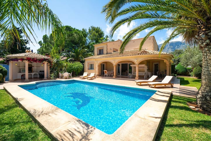 Charming 3-Bed Villa in Denia, first beach line