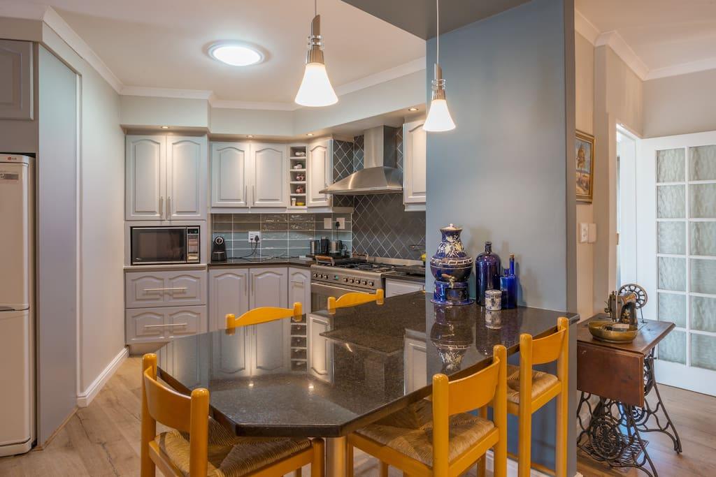 @7PillarsBnB - Shared, open-plan kitchen, dining & living room