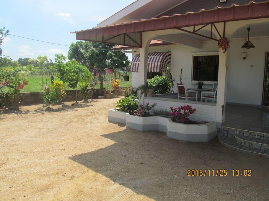 Balkon en deel van de tuin