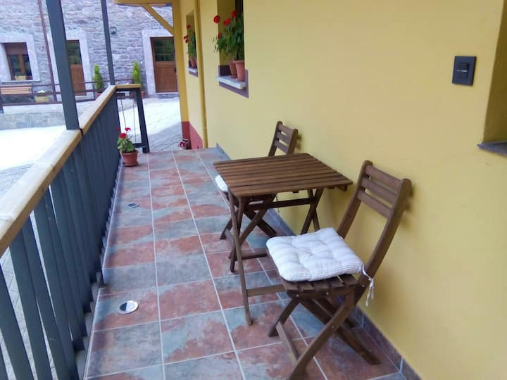 Studio in La Riera, with wonderful mountain view, terrace and WiFi